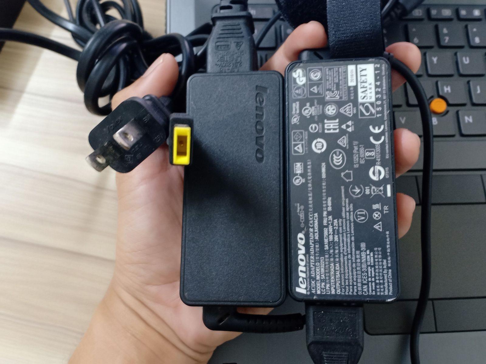 Hình chụp thực tế Charger Laptop Lenovo rin tại cửa hàng